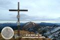 Genau um 13.51 Uhr stand ich beim Gipfelkreuz auf 2027m Seehöhe. Wunderschön konnte man meine gesamte Gratüberschreitung noch einmal überblicken.