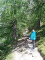Von der Talstation der Dachsteinseilbahn, rechts vorbei beginnt der Weg hinauf zur Südwandhütte.