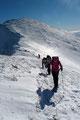 Etwa 100 Höhenmeter hatte man vom Kesseleck-Gipfel in die Einsattelung abtreten müssen. Also legten wir uns abermals ins Zeug und …