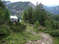 Kurz blickten wir beide nochmals auf den steinigen Anstieg zurück zur Hütte und den Steirersee und …