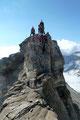 … die luftigen Schlüsselstellen dieses vermeintlich leichten Klettersteiges erforderten dennoch ein gewisses Maß an Konzentration und …