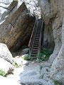 Diese steile Leiter galt es als nächstes zu überwinden.