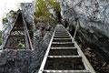 ... dieses Klettersteiges. Waren die ersten beiden Leitern noch als schräg zu bezeichnen ...