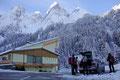 Ein herrlicher Sonntagmorgen! Direkt neben der Talstation der Gosaukammbahn parkten wir unsere Autos und machten uns startklar für die heutige Schneeschuhtour zur Modereckhöhe (1752m) & Hintere Seekarwand (1857m).