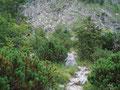 ... der Weg führte nun etwas steiniger durch den sogenannten Ackergraben.