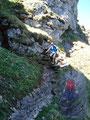 Sowohl Gerli, als auch meine treue Wanderbegleiterin Sabine meisterten den rutschigen nordseitig gelegenen Steig mit Auszeichnung.