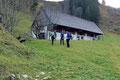 Nach etwa einer ¾ Stunde erreichte unsere Wandergruppe das alte Gemäuer der  Unter-Buchebnerreit.