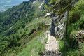 Nach Abschluss der Forschungstätigkeit wandten sich Gabi & ich erneut dem Stufensteigen zu. Bereits tief unter uns konnten nochmals den absolvierten Aufstiegsweg nachverfogen.