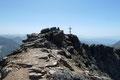 Als sich dann auch noch das Wahrzeichen des höchsten Gipfel der Schladminger Tauern ins Blickfeld drängte, war es Gewissheit – Es war beinahe geschafft! Von Motivation und Elan getrieben, …