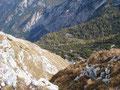 Mann kann auf diesem Foto wenn mann genau hinsieht die Rinnerhütte erspähen an der wir vorbeigekommen waren beim Aufstieg.