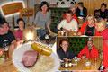 Um 19.00 Uhr wurde das Abendessen ausgerufen. Das freundliche Hüttenpersonal kochte großartig auf und servierte die mundenden Köstlichkeiten. Natürlich gab es hinterher noch das eine oder andere Verdaungsschnapserl.