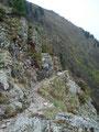 Im Vorbeiwandern konnte ich einen ersten Eindruck des seilversicherten Abstiegs zum See gewinnen, aber zuerst …