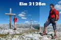 Zu unserer Überraschung zierten gleich zwei Kreuze diesen tollen Aussichtsgipfel im Toten Gebirge. Jeder von uns posierte überglücklich vor der beeindruckenden Kulisse neben dem Gipfelkreuz. Berg Frei!