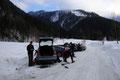 Nach der morgendlichen Anreise über Bad Ischl durch das Rettenbachtal parkten wir unser Auto am Parkplatz der Rettenbachalm. Wir schnürten unsere Bergstiefel, zogen die Schneeschuhe über und schulterten den Rucksack.