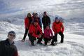 … auf das wahrzeichenlose, weiße Dach der Hinteren Seekarwand. Mit einem erfüllten Lächeln im Gesicht posierte unsere Gruppe vor der Kamera. Kein Lüfterl, nur angenehme Wärme der Sonnenstrahlen – einfach HERRLICH!!!