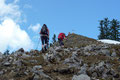 Zum Rotgsol-Gipfel war es nur ein paar Minuten hinüber. Die letzten 20 – 30 Hm hinauf zum Gipfelkreuz steilte der Steig noch etwas an. Oben angekommen, wurden wir von einem netten Pärchen begrüßt.