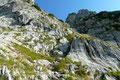 Etwas weiter oben drehte sich der Wegverlauf nach rechts, dem Beginn eines großen Felsaufschwunges zu, …
