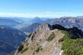 … mit wunderbarem Blick ins Ennstal, zum Dachstein, Grimming, und  …