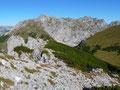 Die Aussicht auf diesen Gipfel war wirklich perfekt und wunderschön, doch mein Weg war heute noch weit, so beschloss ich weiterzuziehen. Ich marschierte den Grat zurück und stieg anschließend wieder in den Ochsenboden ab.