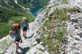 Bereits wenige Minuten später erreichten wir eine Steilstufe, an welcher uns der Pfad in vielen Serpentinen rasch an Höhe gewinnen ließ.