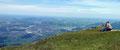 Abseits des Gipfels suchten wir nach einem Relax-Plätzchen und schlugen unser Lager im Grün auf. Einfach überwältigend dieser fantastische Weitblick über Salzburg und Bayern.