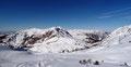 Ich drehte mich einmal um die eigene Achse und genoss die Stille des Toten Gebirges und obendrein den tollen Blick auf die von der Sonne angeleuchteten umliegenden Bergspitzen. Einfach HERRLICH!!!