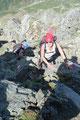 Auch bei den darauffolgenden Felsstufen, Bändern und Platten musste mit Zuhilfenahme der Hände etwas Klettergeschick bewiesen werden. Doch für bergerfahrene Wanderer stellte dies wahrlich kein größeres Problem dar und …