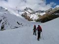 Im Hintergrund zeigt sich bereits der K2