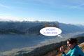 Im Gegensatz zum Leobner-Gipfel waren uns hier beinahe Windstille und angenehme Temperaturen vergönnt. Während die einen still, bei einem gepflegten Happen die Aussicht förmlich aufsaugten, …