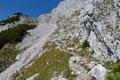"""Nachdem Edi & ich die finnische """"Nadelsauna"""" hinter uns gelassen hatten, eröffnete sich plötzlich ein Blick auf eine schroffe, steil nach oben führende Schuttrinne, durch welche unser zu bezwingende Steig nach oben führte."""