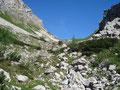 """Schier endlos zog sich diese """"lange Gasse"""" zwischen den beiden Berghängen zum Abblasbühel hinauf."""