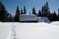 Kurz darauf rückte die tiefverschneite Rumpelmayrreicht Jagdhütte ins Blickfeld und …