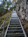 ... über eine Leiter, die uns auch schon hochgebracht hatte, wieder zurück zum ...