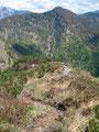 Jetzt trennten uns noch weitere 700 Höhenmeter von unserem Ausgangspunkt. Wiederum führte uns der Steig …