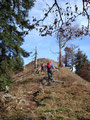 Noch ein paar Meter den schmalen Gipfelkamm entlang, man konnte das Gipfelkreuz schon sehen ...