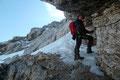 Der Steigverlauf durch das beeindruckende gestufte Felsgelände des Westgrates gestaltete sich streckenweise als extrem rutschig. Teilweise überzog nur blankes Eis den Weg nach oben.