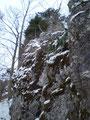 Unser weiterer Abstieg führte nun auf der anderen, unmarkierten Seite des Turms vorbei.