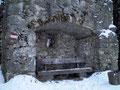 Das Bänkchen in der Steinnische das wir am Beginn unserer Wanderung auch schon mal passierten.