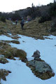 … in vielen engen Windungen durch den steilen wannenartigen Sautrog höher. Ein Stück höher gesellten sich letztendlich auch noch die ersten kleineren Schneefelder dazu
