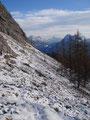 Nun galt es ein schneebedecktes Geröllfeld zu überqueren. Stellte aber für uns, absolut kein Problem dar. Bevor wir weitermarschierten, blickten wir nochmals auf dieses zurück. Ganz schön steil!
