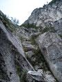 Nun kletterte ich die Felsbänke in Richtung der 20m langen Eisenleiter empor.