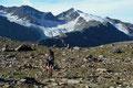 Im Hintergrund immer das grandiose Panorama zweier vergletscherten TOP-Ten Gipfel Österreichs.