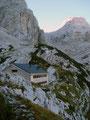 Das erste Etappenziel, die Welserhütte, war geschafft! Aufstieg vom Almtaler Haus bis zur Welserhütte ca. 2 Std.. Die ersten Wanderer, die hier übernachteten, machten sich auch auf, den Gipfel zu besteigen.