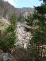 Von Zeit zu Zeit kam man immer wieder an kleinen Wasserfällen vorbei, wie auf diesem Bild leider etwas schwer zu erkennen ist.