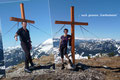 Das obligatorische Fotoshooting beim Gipfelkreuz durfte ebenfalls nicht vergessen werden. Und was stand nun auf dem Programm? Richtig - ihr wisst es sicher! Relaxen in der warmen Sonne unterm blauen Dach des Himmels. … und Schnarch.