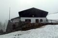 Aber schon ging es weiter bergab, vorbei an der hiesigen Alpenvereinshütte, dann …