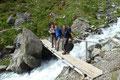 … zu einer kleinen über den Peischlachbach querenden Brücke, welche sofort für einen kurze Fotosession genutzt wurde.