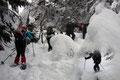Kehre um Kehre, den Kopf zu Boden geneigt, setzten wir mit energischem Stockeinsatz einen Fuß vor den anderen in den Schnee. Die erst kürzlich überwundene Grippe machte sich bei mir bereits an den Kraftreserven bemerkbar.