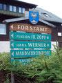 Bei der Abzweigung Forstamt bog ich rechts von der Atterseer-Bundesstraße  ab. Ich folgte der Nebenstraße und suchte verzweifelnd das besagte Forstamt zu finden …. doch leider erfolglos. Somit beschloss ich zurückzufahren und …