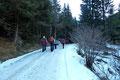 Aufgrund der rutschigen Fahrbahnverhältnissen starteten wir unsere heutige Bergtour in den Gaaler Tauern weder am unteren noch am oberen Parkplatz im Lerchgraben, sondern bei einer Einbuchtung zwischen den beiden Ausgangspunkten.